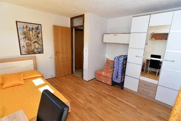 Schlafzimmer 1 von 5 - Bild 2 - Objekt 160284-135