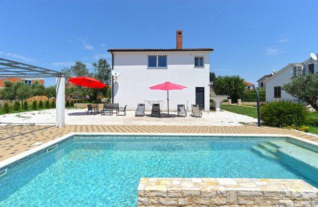Ferienhaus und Pool - Bild 1 - Objekt 160284-148