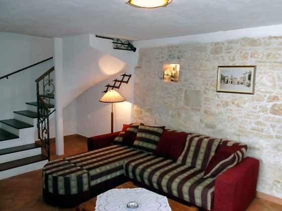 Schlafcouch und Treppe zum Obergeschoss- Objekt 160284-15