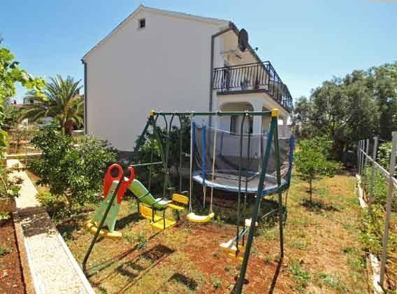 Seitenansicht des Hauses und Balkon A2 - Objekt 160284-160