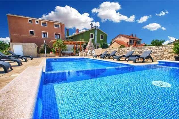 Apartmenthaus und Pool - Bild 1 - Objekt 160284-166