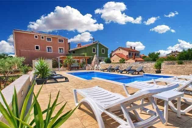 Apartmenthaus und Pool - Bild 2 - Objekt 160284-166