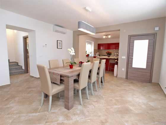 Wohnbereich mit Blick in die Küche  Bild 1 - Objekt 160284-169
