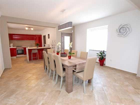 Wohnbereich mit Blick in die Küche - Bild 2 - Objekt 160284-169
