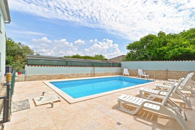 Pool und Poolerrasse - Bild 2 - Objekt 160284-173
