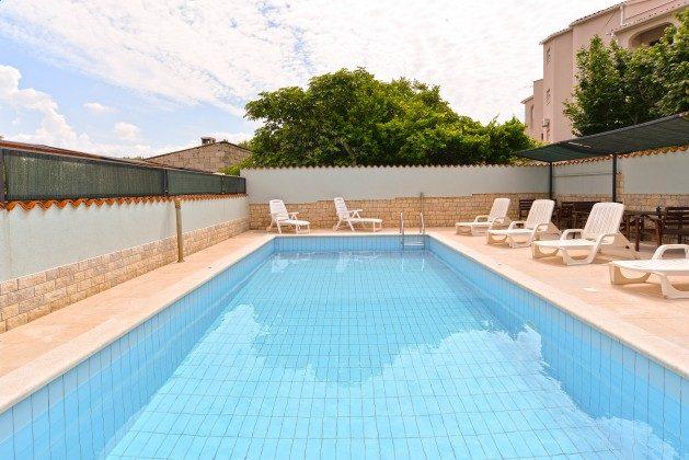 Pool und Poolerrasse - Bild 3 - Objekt 160284-173