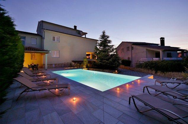Abendbeleuchtung am Pool - Bild 1 - Objekt 160284-17