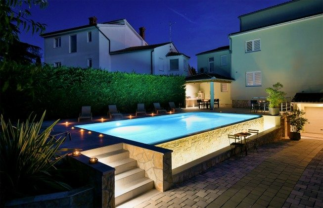 Abendbeleuchtung am Pool - Bild 2 - Objekt 160284-17