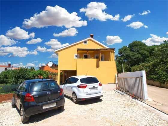 Parkplätze vor dem Haus - Objekt 160284-180