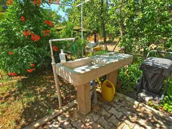 Waschbecken im Garten - Objekt 160284-184