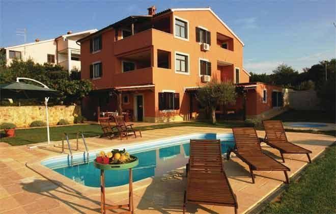 Apartmenthaus und Pool - Bild 1 - Objekt 160284-191