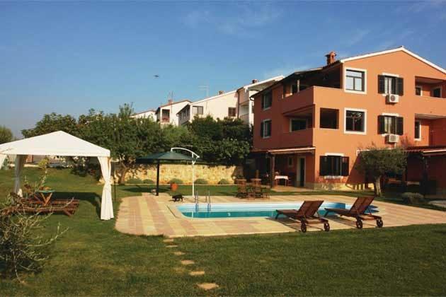 Apartmenthaus und Pool - Bild 2 - Objekt 160284-191
