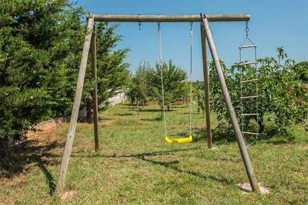 Kinderschaukel im Garten - Objekt 160284-199