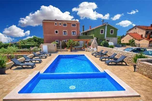 Apartmenthaus und Pool - Bild 1 - Objekt 160284-208
