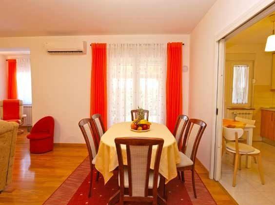 EG Wohnraum mit Durchgang zur Küche