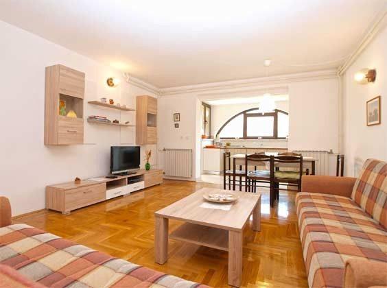 Wohnraum und Blick in die Küche - Bild 2 - Objekt 160284-233