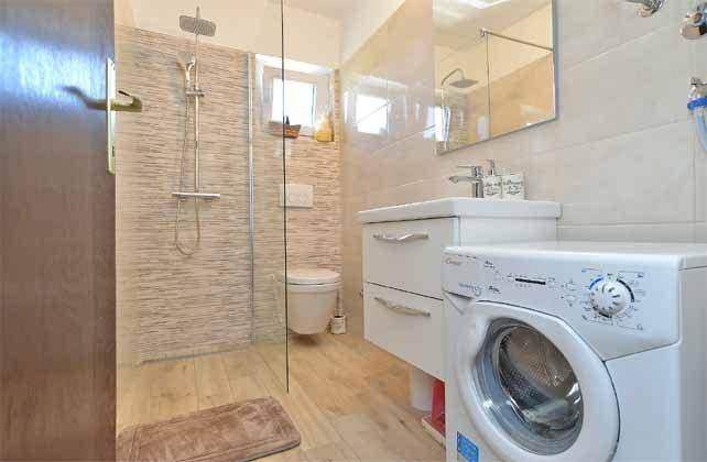 großes Duschbad mit Waschmaschine - Objekt 160284-240