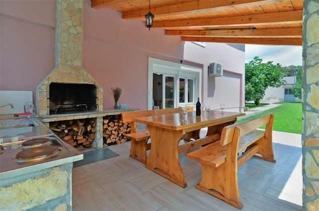 Terrasse mit Sommerküche - Objekt 160284-248