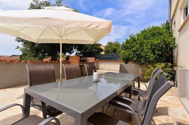 seitliche Terrasse mit Gartengrill - Objekt  150284-262