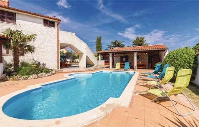 Ferienhaus und Pool - Bild 1 - Objekt 160284-269