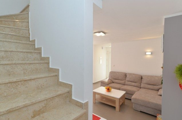 Treppe ins Obergeschoss - Objekt 160284-270