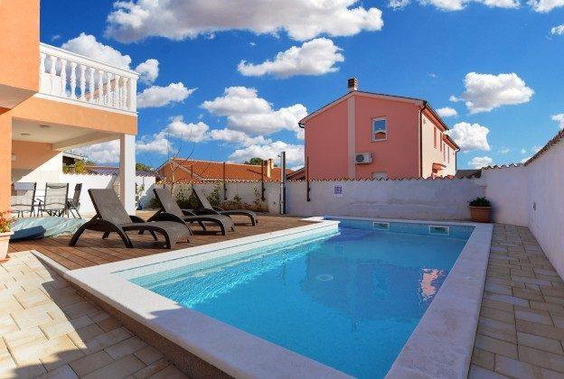 Pool und Poolterrasse - Bild 3 - Objekt 160284-270