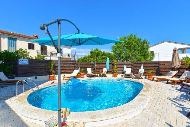 Pool und Poolterrasse - Bild 2 - Objekt 160284-274