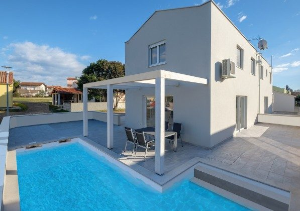 Doppelhaushälftre und Pool (Fotomontage) - Bild 1 - Objekt 160284-277