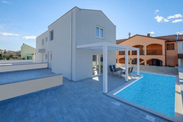 Doppelhaushälftre und Pool (Fotomontage) - Bild 2 - Objekt 160284-277