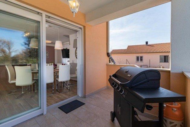 Terrasse vor dem Wohnbereich - Bild 1 - Objekt 160284-283