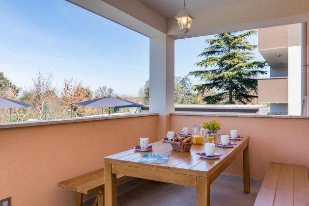 Terrasse vor dem Wohnbereich - Bild 2 - Objekt 160284-283