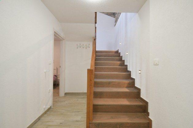 Treppe ins Obergeschoss - Objekt 160284-301