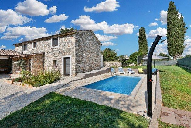 Ferienhaus, Pool und Garten - Bild 1 - Objekt 160284-301