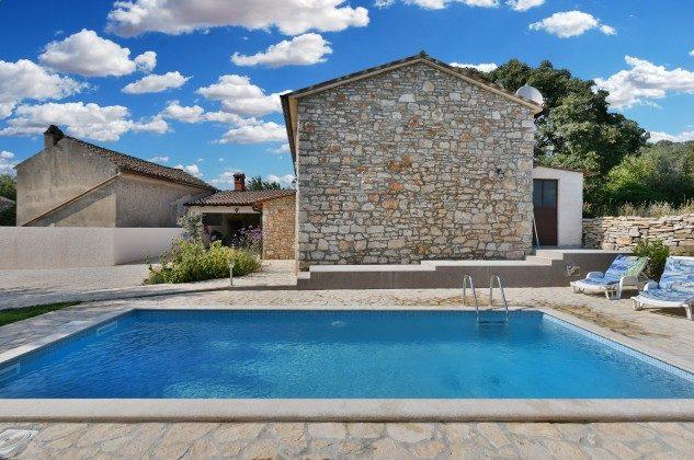 Ferienhaus, Pool und Garten - Bild 2 - Objekt 160284-301
