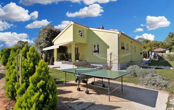 Tischtennisplatte im Garten - Objekt 160284-304