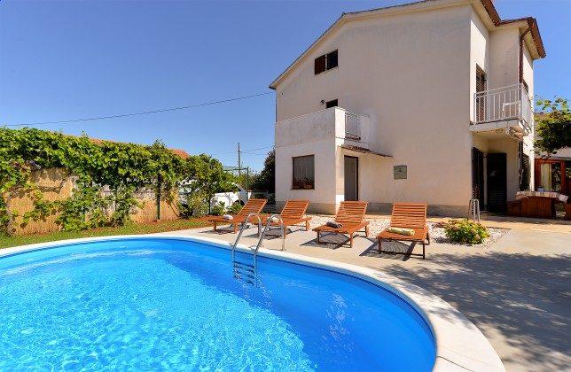 Ferienhaus und Pool - Bild 1 - Objekt 160284-307