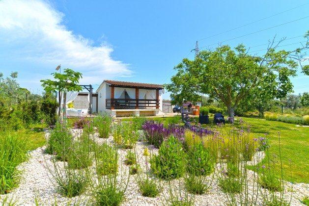 Ferienhaus und Garten - Bild 1 - Objekt 160284-311