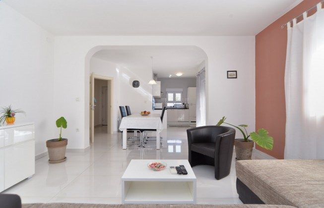 Wohnzimmer und Küche - Bild 1 - Objekt 160284-337