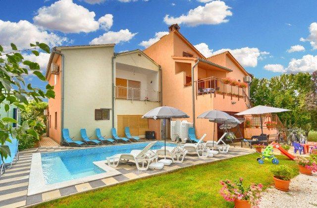 Haus und Pool - Bild 1 - Objekt 160284-339