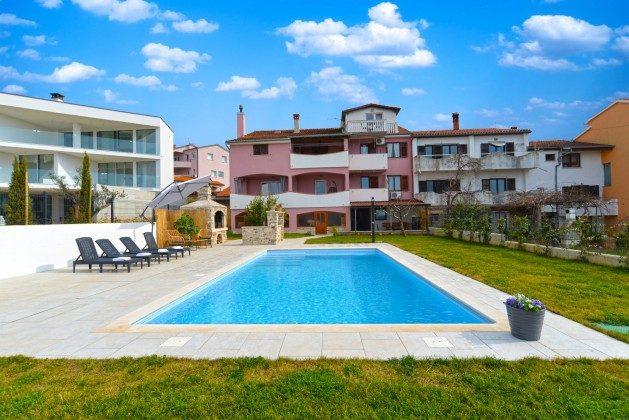 Ferienhaus und Pool - Bild 1 - Objekt 160284-340