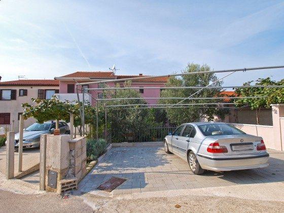 Parkplatz vor dem Haus - Objekt 160284-340