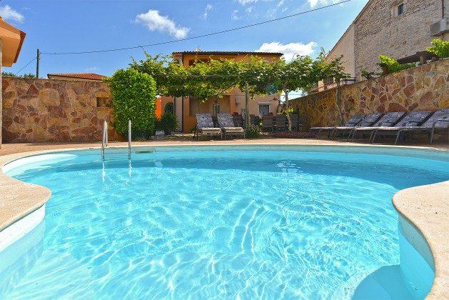 Ferienhaus und Pool - Bild 1 - Objekt 160284-353