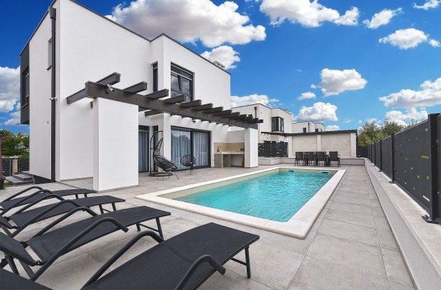 Ferienvilla und Pool - Bild 1 - Objekt 160284-366