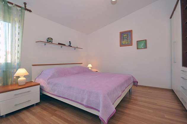 Schlafzimmer 2 von 4