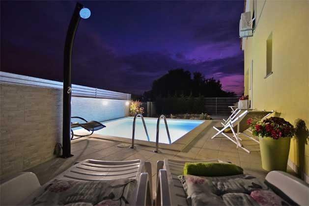 Abendbeleuchtung am Pool - Objekt 160284-71