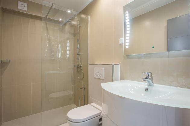 Apartment 2+2 Duschbad Beispiel