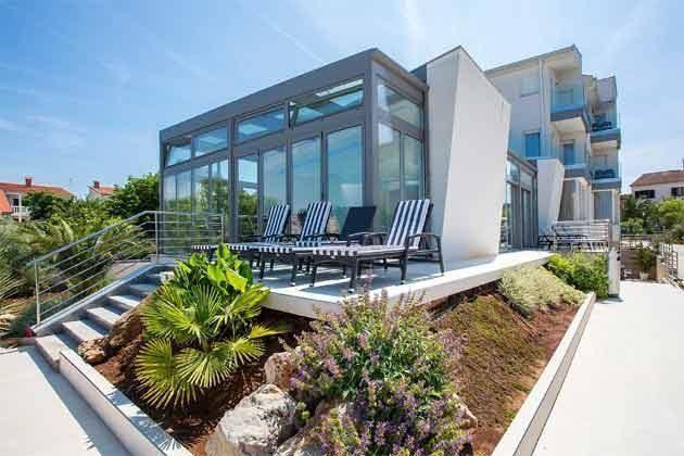 Terrasse vor dem Schwimmbad