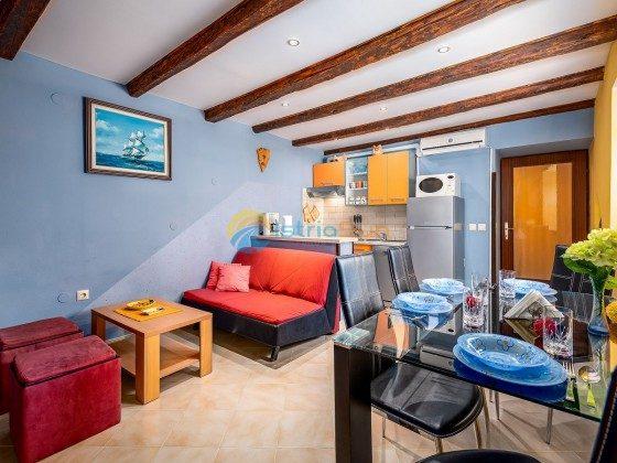 Wohnraum mit Küchenzeile - Bild 1 - Objekt 160284-9