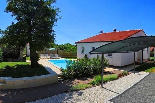 Ferienhaus, Carport und Pool - Objekt 201110-1