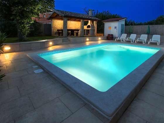 Abendbeleuchtung am Pool - Objekt 201110-1